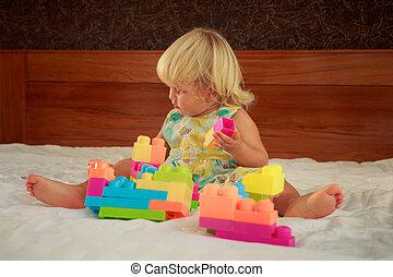 poco, giocattolo, giochi, costruttore, biondo, ragazza