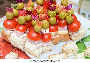 pomodoro, oliva, stuzzicadenti, prosciutto, canapes