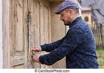 porta, sbloccando, granaio, contadino