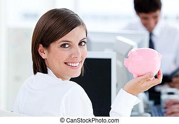 presa a terra, maiale, sorridente, donna d'affari