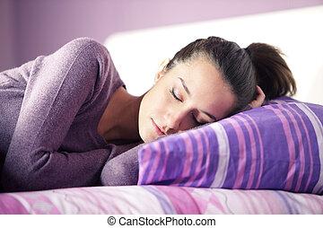 primo piano, giovane, letto, in pausa, attraente, femmina, casa