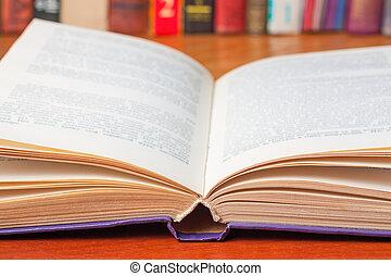 primo piano, libro, aperto, scrivania