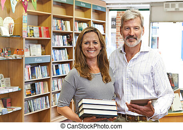 proprietari, tavoletta, libreria, femmina, digitale, usando, maschio