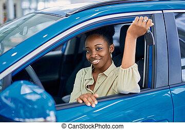 proprietario, afro, nuovo, godere, essendo, attraente, auto, donna