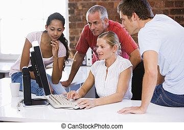 quattro, spazio ufficio, businesspeople, dall'aspetto, computer, sorridente