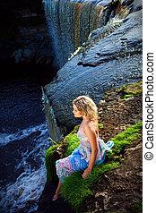 ragazza, cascate, precipizio, bellezza, presto, estate, ritratto, fiume, natura, orlo, mattina, godere, bello