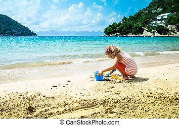 ragazza, gioco, sabbia