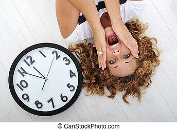 ragazza, panico, orologio