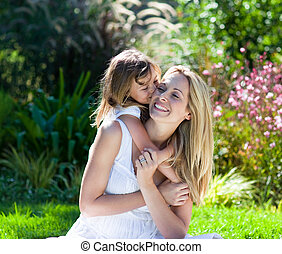 ragazza, poco, baciare, lei, madre, parco