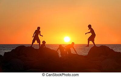 ragazzi, spiaggia, gioco