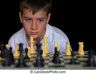 ragazzo, gioco scacchi esegue