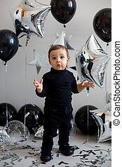 ragazzo, suo, balloon, compleanno, nero, vestiti festa
