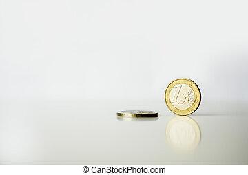 riflessione, monete, due, uno, fondo, bianco, euro
