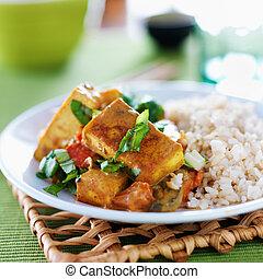 riso integrale, curry, vegan, tofu