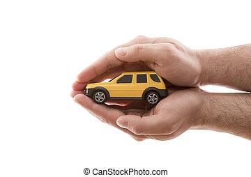 ritaglio, automobile, isolato, protection., sfondo giallo, mani, piccolo, coperto, bianco, percorso