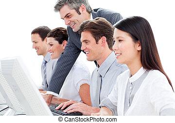 ritratto, centro, lavorativo, chiamata, agenti, cliente, concentrati, servizio