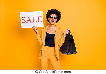 ritratto, ozio, isolato, fondo, volere, presa, shopping, nero, stile, signora, colorare, pantaloni, vendite, allegro, sopra, borse, indossare, godere, positivo, venerdì, tempo, pantaloni, equipaggiamento, impaurito, giallo
