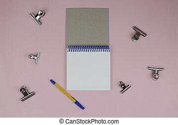 rosa, appartamento, spazio, clothespins, blocco note, disposizione, text., metallo, donne, fondo., penna, posto lavoro, tavola, aperto