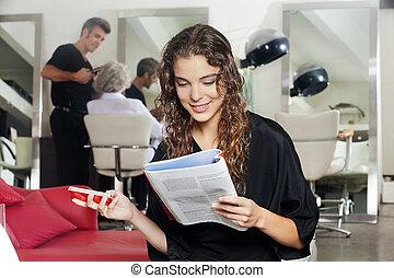salone, donna, mobile, capelli, telefono, rivista, lettura