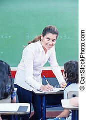 scuola, controllo, lavoro, primario, studenti, insegnante femmina, felice