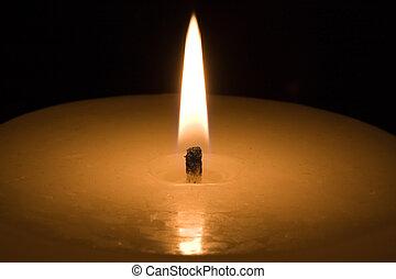 scuro, lume di candela