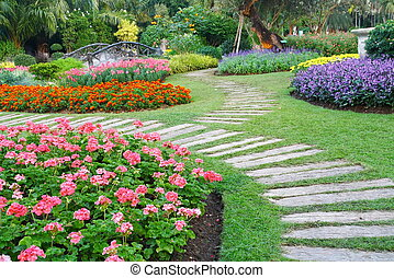 sedia marrone, fiori, giardino, passerella