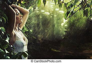 sexy, brunetta, adorabile, foresta, pioggia