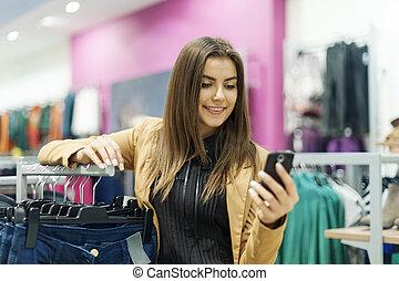 shopping donna, testo, giovane, centro commerciale, messaggio, lettura