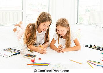 sorelle, poco, disegnare, due, pavimento
