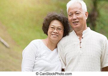sorridente, coppia, outdoor., anziano, asiatico