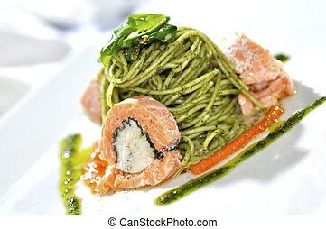 spaghetti, salmone, imbottito