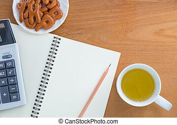 spuntino, bevanda, quaderno, matita, calcolatore