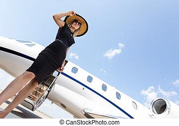 standing, donna, jet, privato, elegante, contro, vestire