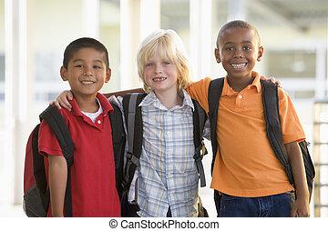 standing, scuola, studenti, tre, insieme, esterno, focus), (selective, sorridente