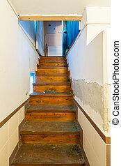stanza, scala, legno, condurre, su, stretta, scale