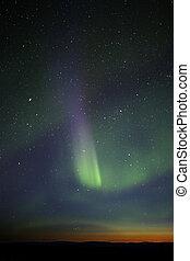 stria, visible., colorito, green-purple, aurora, potente, however, horizon., stelle, molti, fase, fine, ancora, crepuscolo, sopra, mostra, enough.