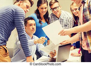 studenti, laptop, gruppo, insegnante