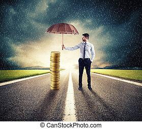 suo, protezione, soldi, risparmi, concetto, protegge, uomo affari, umbrella., assicurazione