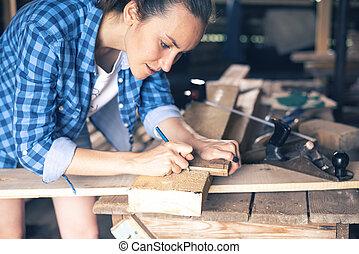 taglio, disegnare, legno, carpentiere, donna, asse, linea, vista laterale