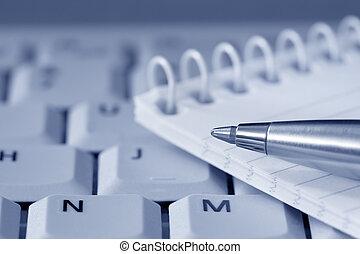 tastiera, penna, blocco note
