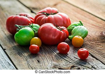 tavola legno, vecchio, pomodori, fresco
