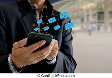 technology., uomo, clienti, telefono, primo piano, message., invio, transactions., informazioni, incisione, cella tiene, affari, email, icona, o, marketing, linea, concetto