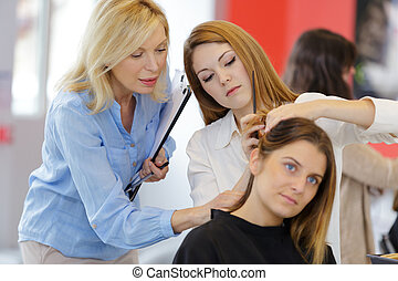 testa, femmina, carino, apprendista, addestramento, parrucchiere