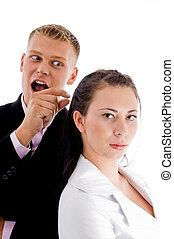 uomo affari, donna aguzzando