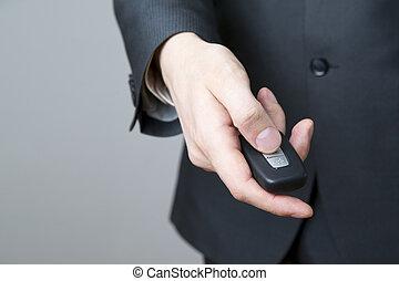 uomo affari, usando, chiave, automobile