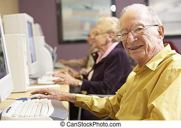 usando, anziano, computer, uomo