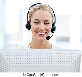 vendite, donna sorridente, rappresentante