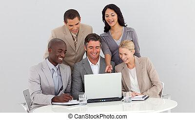 vendite uniscono, studiare, affari, figure, multi-etnico