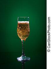 verde leggero, vetro birra, fondo.