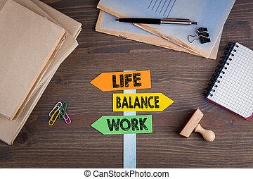 vita, legno, signpost, concept., lavoro, carta, scrivania, equilibrio